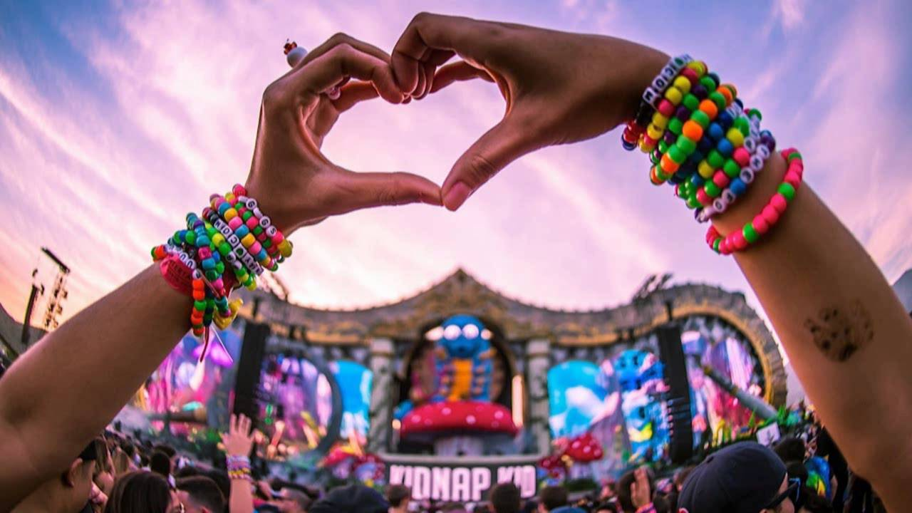 Is edm over a few reasons why mainstream edm is on the for Mainstream house music